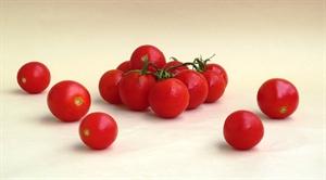 פאד סי יו- מוקפץ עם עגבניות שרי, קשיו וחמאת בוטנים